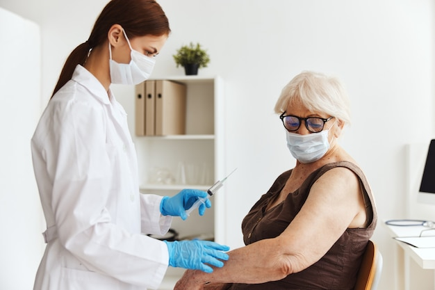 Inyección de medicamentos de pasaporte de vacuna para el paciente