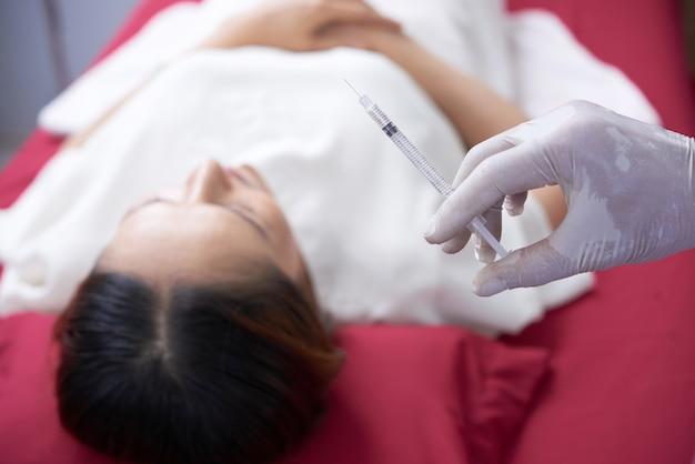 Inyección de rejuvenecimiento para la cara