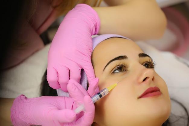 Inyecciones de mesoterapia en la cara