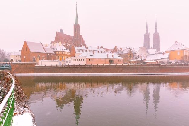 Isla de la catedral en día de invierno, wroclaw, polonia
