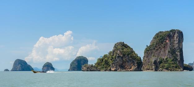 Isla de james bond o koh tapu en la bahía de phang nga, tailandia