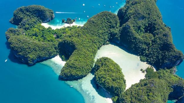 Isla de koh hong o ko hong en el mar de krabi andaman desde arriba, hermosa isla de la laguna y playa de krabi, tailandia.