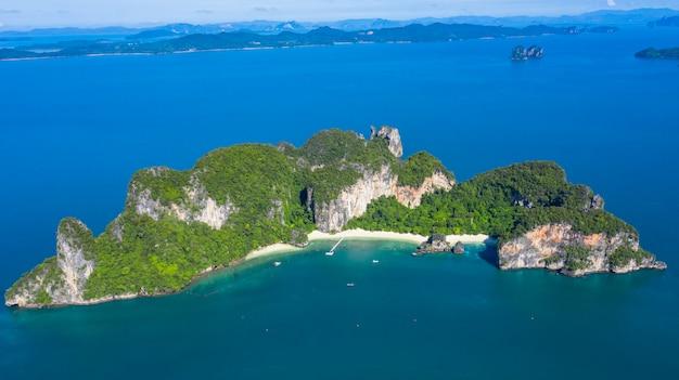 Isla de koh hong o ko hong en el mar de krabi andaman desde arriba, hermosa isla y playa de krabi, tailandia.