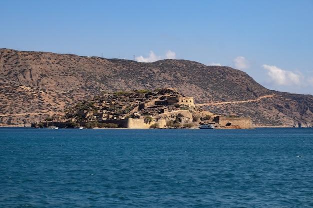 Isla de spinalonga cerca de creta en grecia