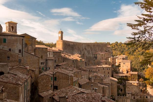 Italia. verano. el casco antiguo de sorano