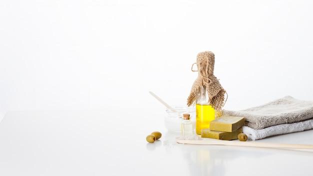 Jabon hecho a mano. cuidado de la piel con aceite de oliva. tratamientos de spa y aromaterapia para una piel suave y saludable.