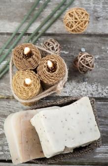 Jabón de oliva natural y velas de miel.
