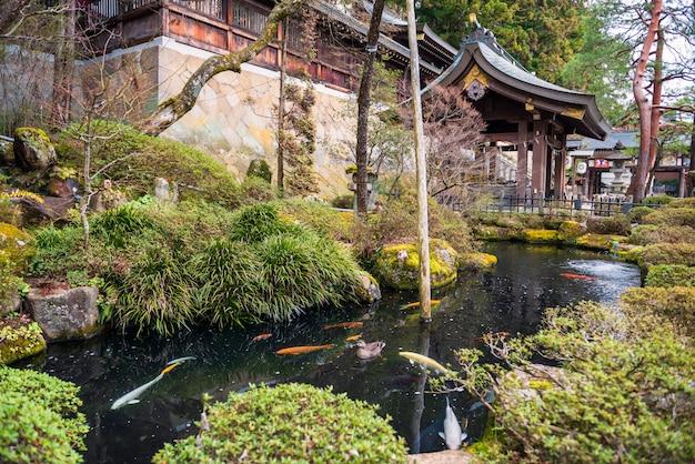 Jardín en el santuario de sakurayama, takayama