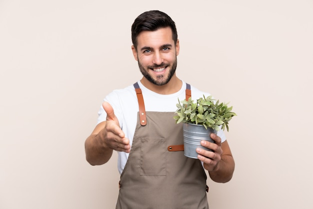 Jardinero hombre con barba