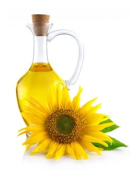Jarra con aceite de girasol aislado en blanco