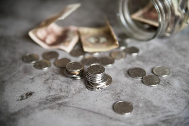 Jarra de ahorros abierta