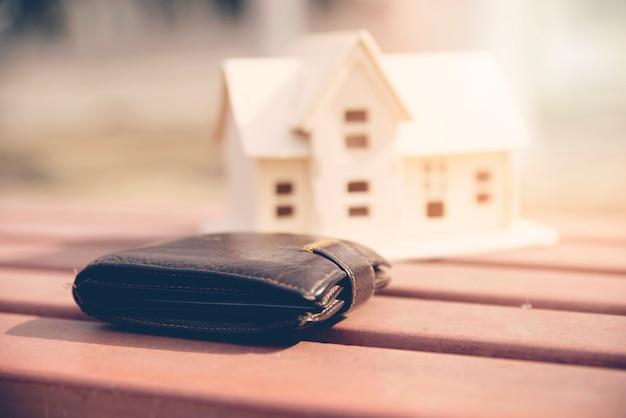 Jarra de ahorros con cartera