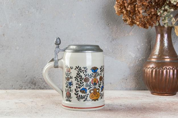 Jarra de cerveza de cerámica vintage coleccionable
