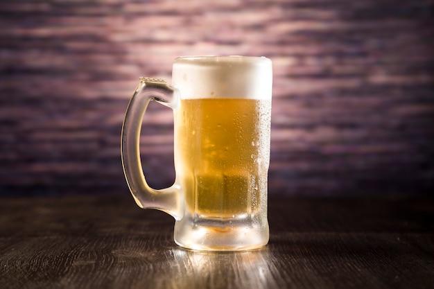 Jarra de cerveza llena