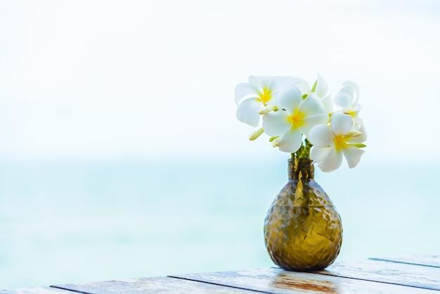 Jazmín mar playa de boda de primavera