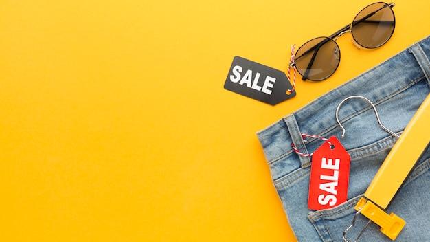 Jeans con espacio de copia de etiqueta de venta