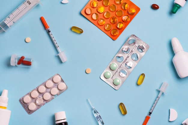 Jeringas y pastillas. medicina