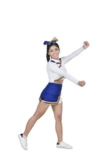 Joven animadora asiática en traje azul y blanco