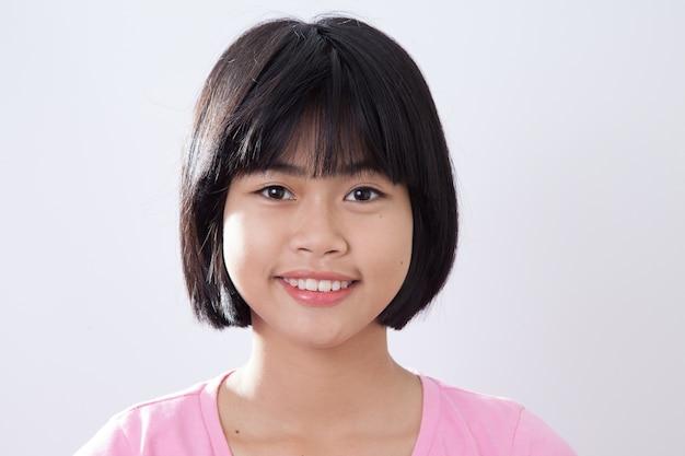Joven asiática sonrisa closeup closeup fondo gary