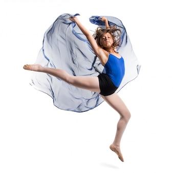 Joven bailarín saltando