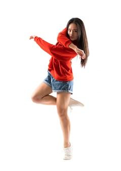 Joven bailarina asiática