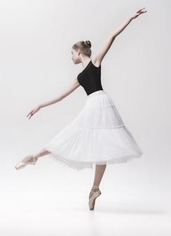 Joven bailarina clásica
