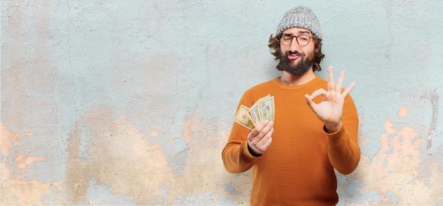 Joven barbudo con billetes