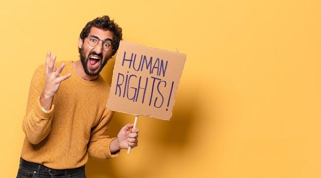 Joven barbudo loco con un cartón de derechos humanos