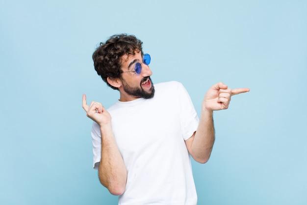 Joven barbudo loco con gafas de sol