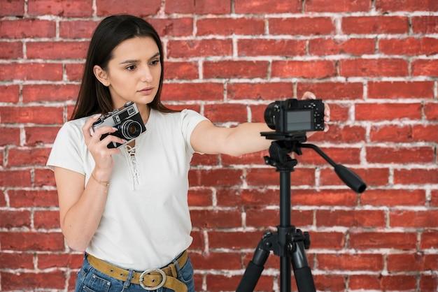 Joven blogger listo para transmitir
