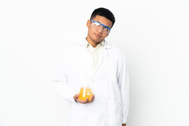 Joven científico ecuatoriano y mirando hacia arriba