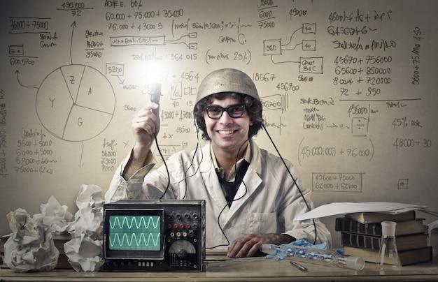 Joven científico experimental