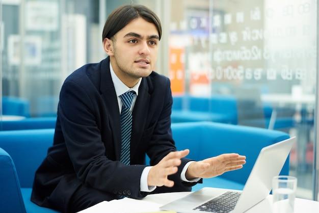 Joven empresario del medio oriente