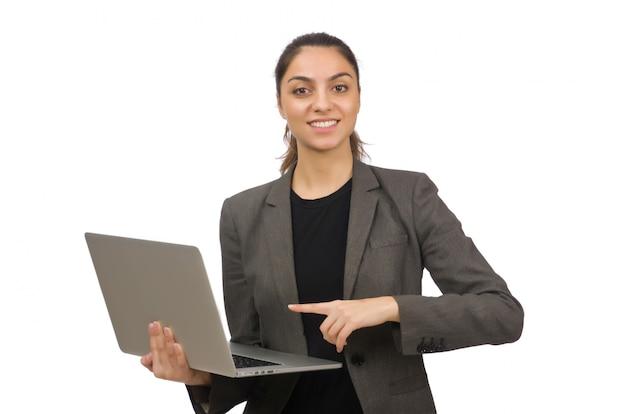 Joven estudiante con laptop en blanco