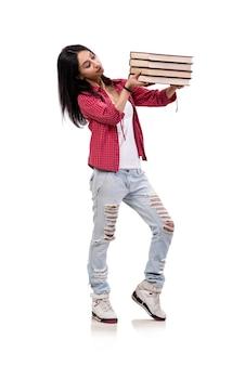 Joven estudiante con libros aislados en blanco