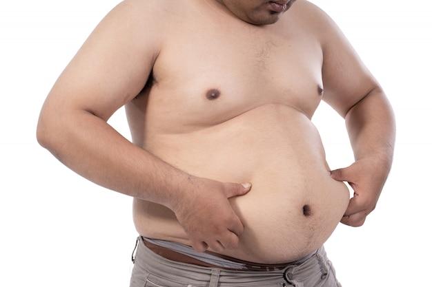 Joven gordo estresado y pellizca el exceso de grasa en la cintura