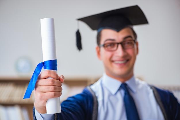 Joven graduado de la universidad