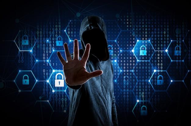 Joven hacker en seguridad de datos.