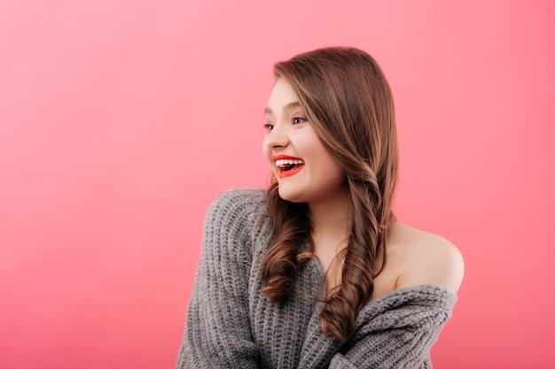 Joven hermosa mujer sonriendo