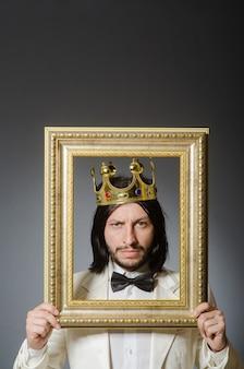 Joven rey empresario en concepto real