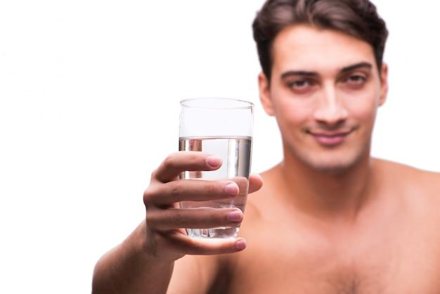 Joven con vaso de agua