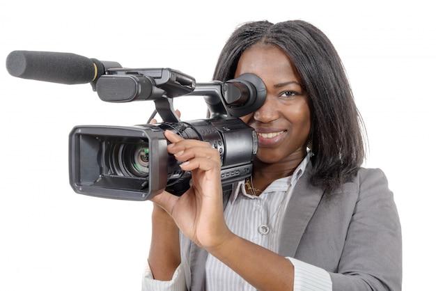 Jóvenes afroamericanas con cámara de video profesional