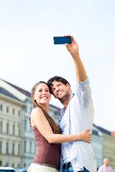 Jóvenes turistas en el centro de munich