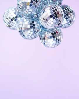 Juego de bolas de discoteca plateadas con espacio de copia