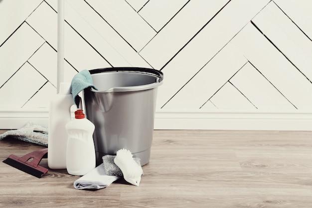 Juego de herramientas de limpieza en casa