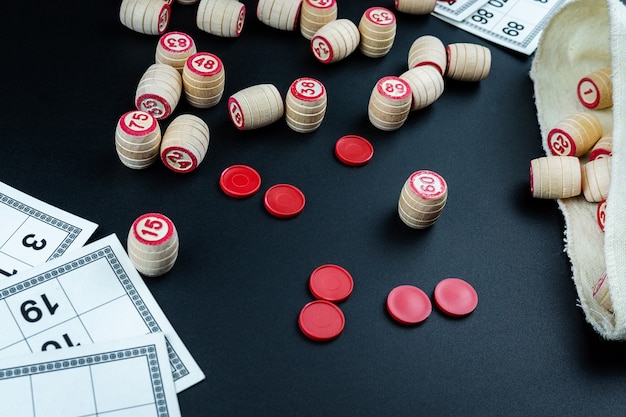 Juego de lotería en negro