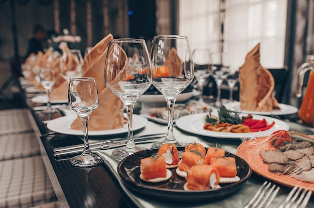 Juego de mesa para una fiesta de evento o recepción de boda
