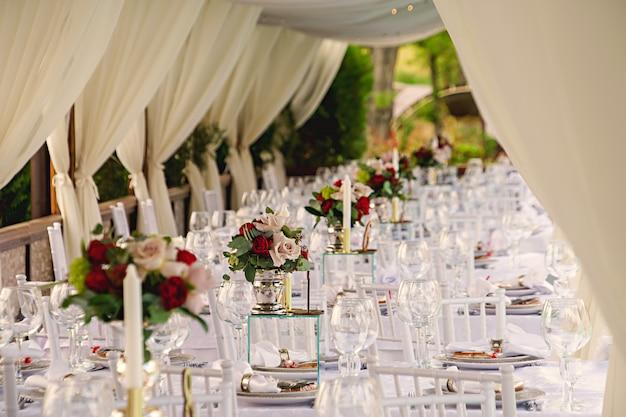 Juego de mesa para una fiesta de eventos o recepción de boda.