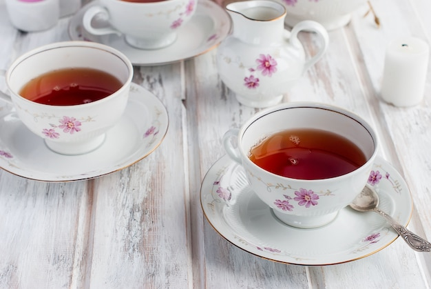 Juego de té con estampado floral