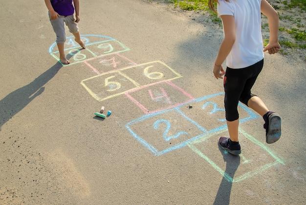 Juegos infantiles de calle en los clásicos.